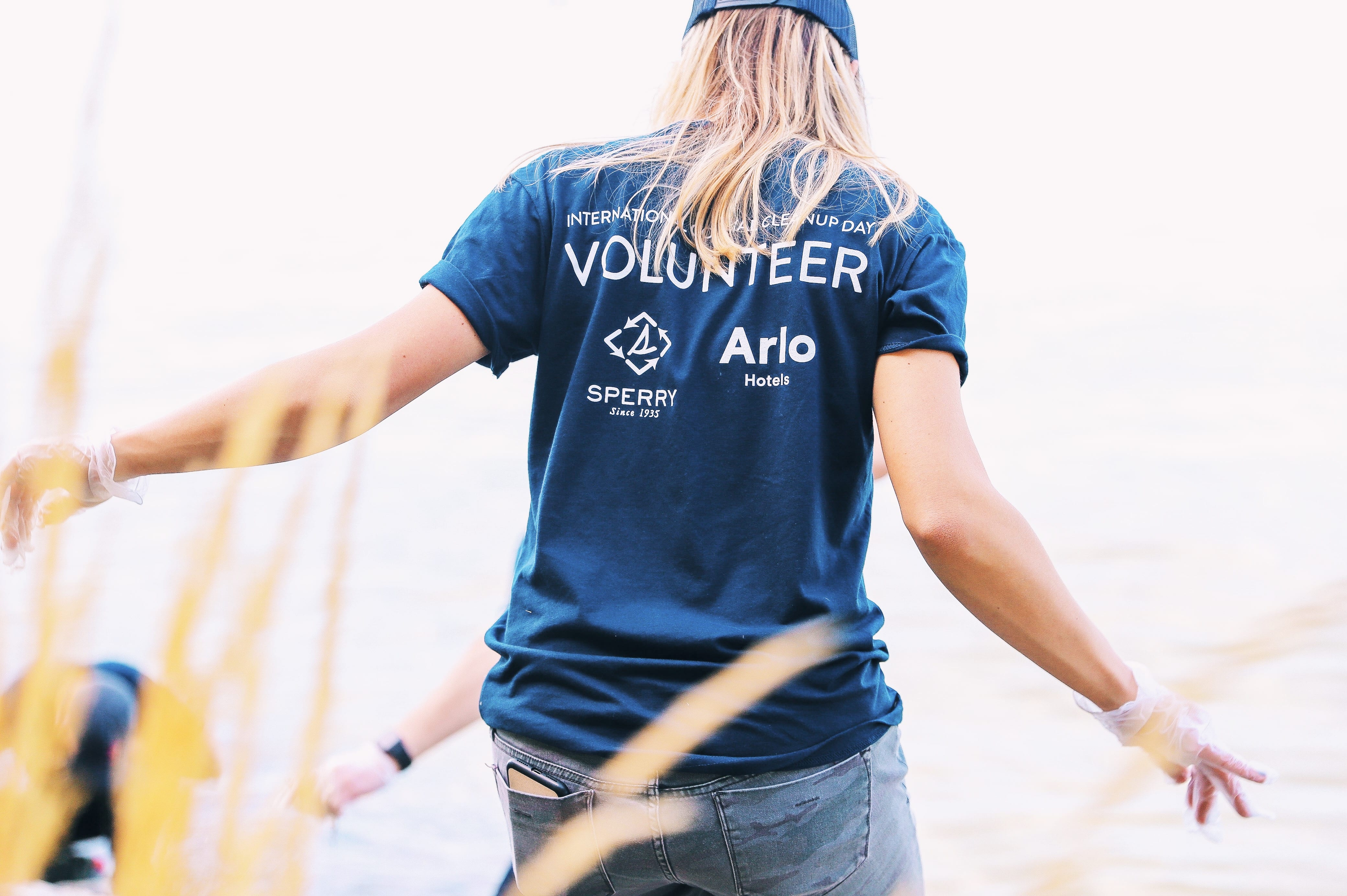 Woman volunteer helping clean up the ocean